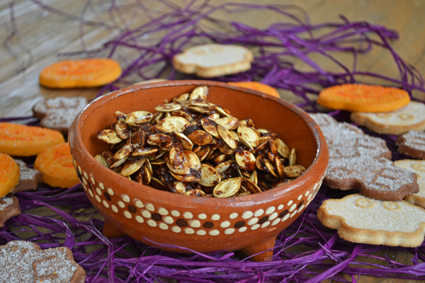 maple and pumpkin pie spice pumpkin seeds by cook the story