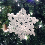 How to Crochet 5 Glitter Snowflakes - organizedCHAOSonline